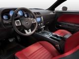 Интерьер Dodge Challenger 2014 год