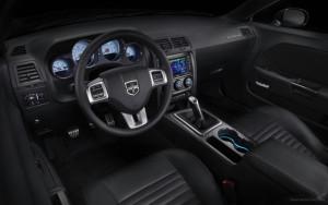 Интерьер Dodge Challenger 2011