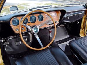 Интерьер Pontiac GTO 1967 год