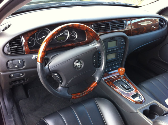 2008-Jaguar-S-Type-Interior-2