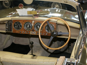 Aston-Martin-DB2-4-interior