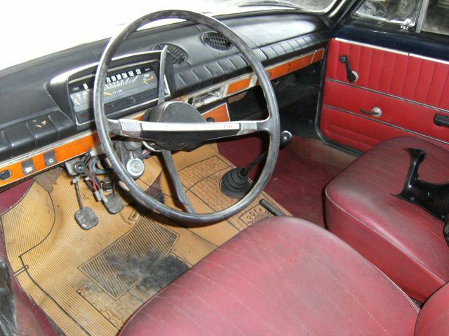 Fiat-124-interior