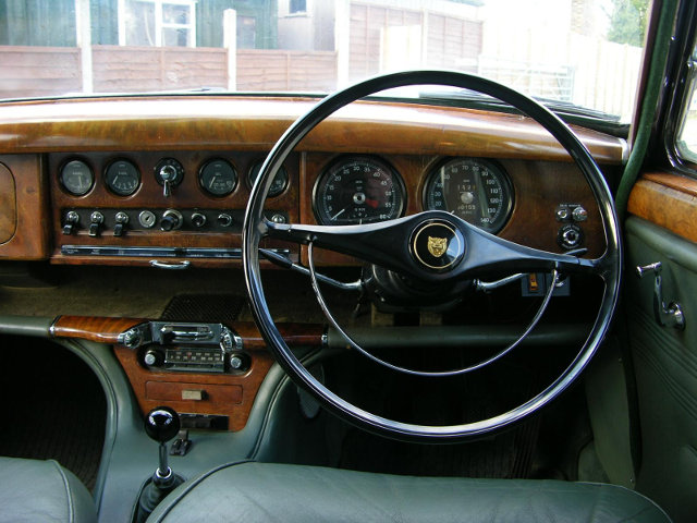 Jaguar-S-type-interior-1966