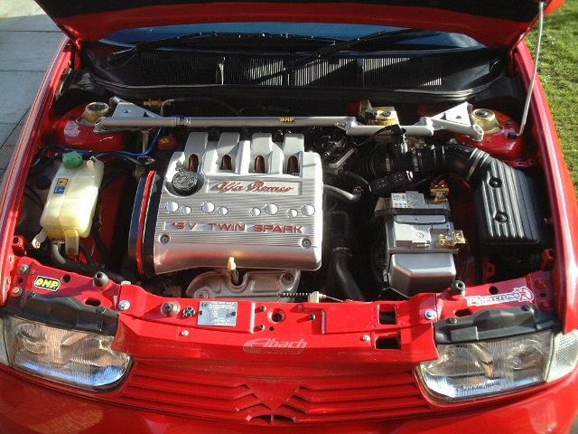 Моторный отсек Alfa-Romeo 145