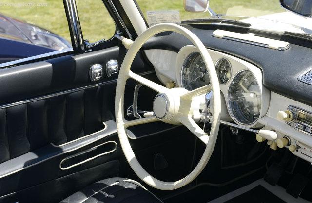 Интерьер кабриолета BMW 503