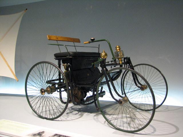 perviy-avtomobil-daimlera-1889